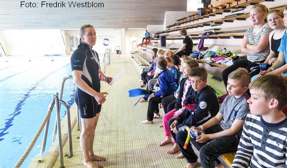 VasaBladet, Foto: Fredrik Westblom Var försiktiga i vattnet, säger tränaren Jenni Paavola.