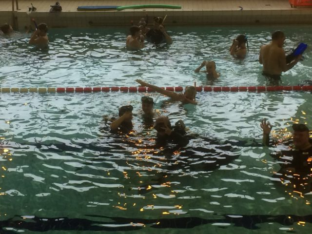 Vesisankarit tapahtumassa pääsi kokeilemaan sukelluslaitteita.