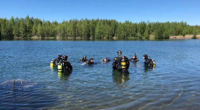 M1 ja P1 kurssilaiset vedessä