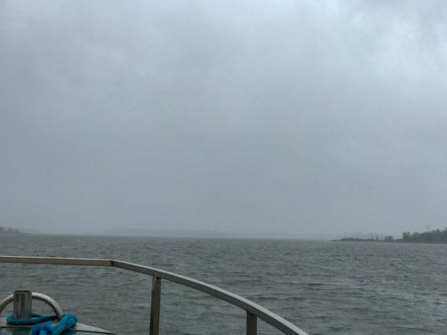 Vaikka Raippaludon sillalle on matkaa vain kilometrin verran, ei sitä paljon sateen takaa näy!