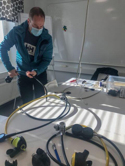 Tommi H purki ja kasasi malliksi regulaattori paketin.