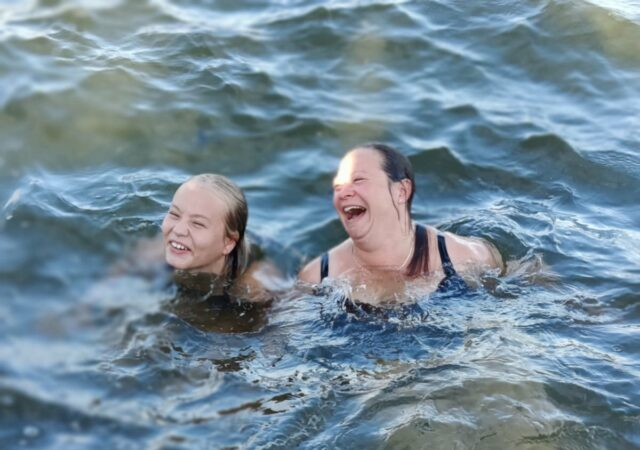 Iltanuotion lisäksi tietenkin sauna ja uiminen oli must!